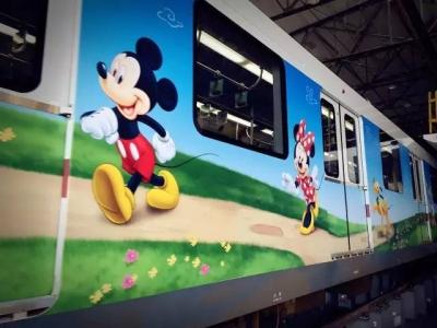 米奇陪你坐地铁!上海迪士尼主题列车萌爆了
