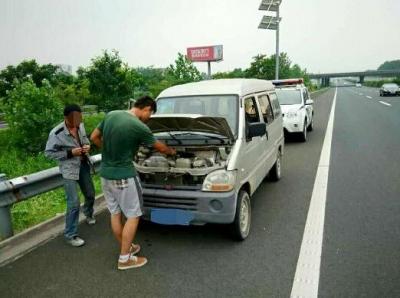 宁扬高速上车辆故障不放警示标志 半天3名司机被罚