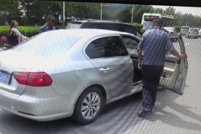 """扬州今查处7辆非法营运车辆 一""""黑车""""竟逾期两年未年审"""