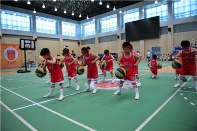 扬州举办首届幼儿篮球大赛 球技不输大人