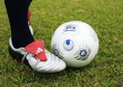 扬州市首届大学生足球联赛开赛,六所高校学生以球会友
