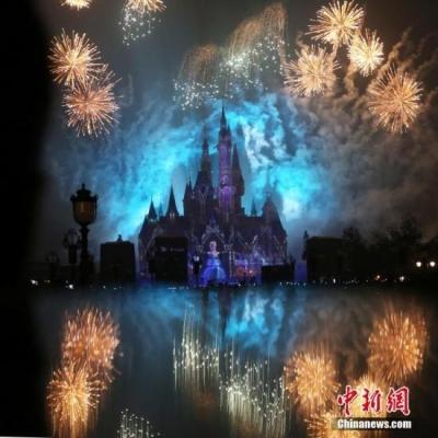 """真会赚钱!上海迪士尼被指收2.4万天价""""插队费"""" ,VIP团免排队"""