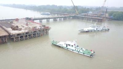 芒稻河大桥施工区有船撞桥!原来是…