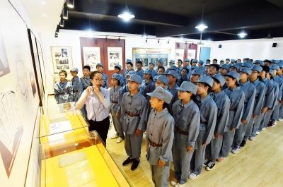 【新时代 我奋斗我幸福】今年是新四军北上抗日80周年,200扬州青少年重走先辈路