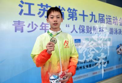 揚州13歲游泳小將帶傷摘省運會銀牌 成績達國家一級運動員水平
