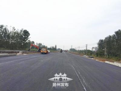 好消息!南区建华路今天铺完沥青,下月初通车
