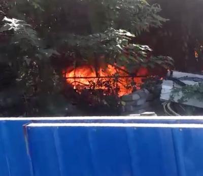 【视频】刚刚,施桥附近一废弃简易房内起火,更危险的是……