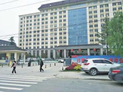 河南一街道办事处被举报:54人占3000平方米办公区