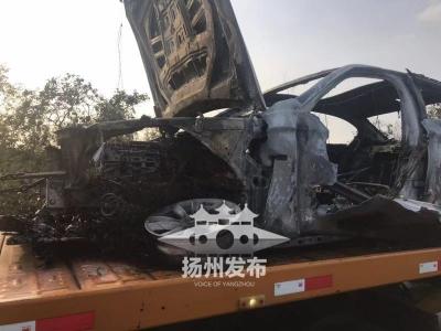 【我+新闻】惊险!今天下午,京沪高速高邮?#25105;?#23453;马车行驶中自燃
