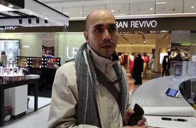 """【视频】美游客在扬买表遇质量问题,记者当了回""""翻译"""",终于……"""