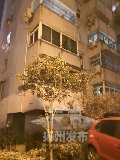 【我+新闻】危险!浓烟外冒,扬州一六旬大妈被困家中,原来是因为……
