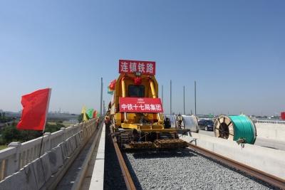 【视频】连淮扬镇铁路最新进展!扬州城区段顺利首铺