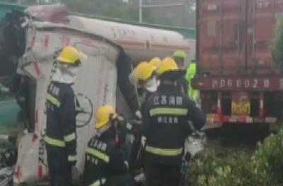 致敬!生命最后时刻,他双手仍然紧紧握着方向盘将车停稳!16名乘客获救!