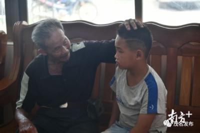 广东茂名81岁老人跳下4米深河救人:这是人命,我怎么都要救他