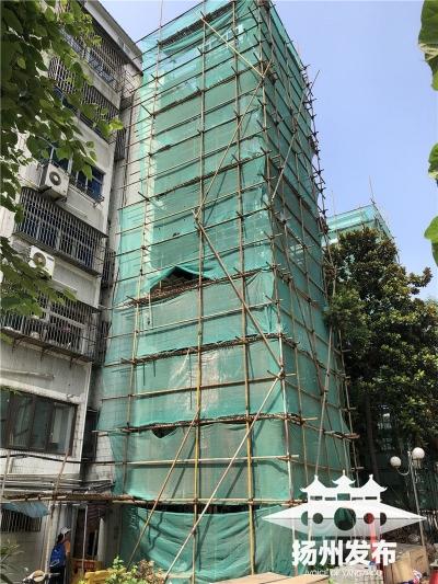 """【新时代 新作为 新篇章】扬州这个老小区一栋楼加装三部电梯  让""""悬空老人""""脚踏实地"""