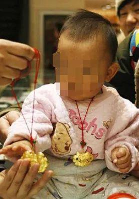 """江苏发生多起""""割金""""案件,带刀片在超市专挑孩子下手"""