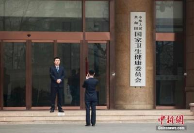 """国家卫健委回应""""村医集体辞职"""":调查清楚立即整改"""