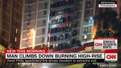 """公寓着火,男子徒手沿阳台外侧爬下楼,美媒直呼""""蜘蛛侠"""""""