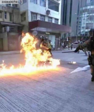 突发:暴徒在香港深水埗大南西街向警察投掷汽油弹 有警察多处烧伤