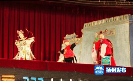 观众乐开怀!广陵经济开发区昨迎来一场精彩的木偶剧表演