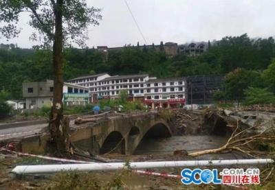 滚动 | 四川阿坝州泥石流灾害已致11人遇难,武警官兵爬近千米天梯救援