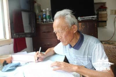 一年写了5万多字,扬州81岁老人笔耕不辍,背后原因令人动容……