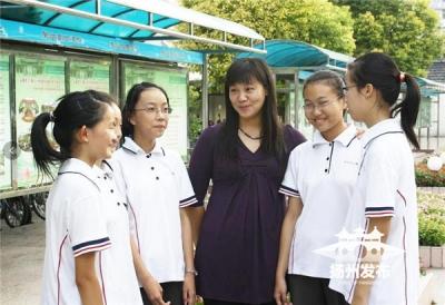 【暖新闻】扬州女教师用爱心培育宏志英才,她成了学生心目中最美的人