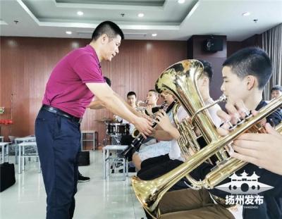 """【暖新聞】揚州""""最美特教老師""""24年來用音樂點亮盲童心燈"""