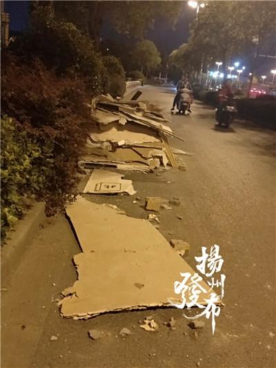 【马上办·跟踪】江阳东路上的占道垃圾都清运啦!
