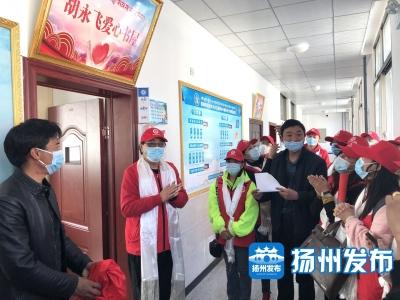 """跨越4000公里的爱心接力:""""胡永飞爱心书屋""""正式揭牌"""