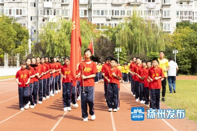 """和祖国一起""""奔跑""""!邗江区9万师生奔跑迎""""双节"""""""