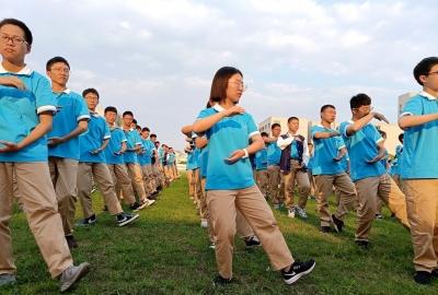 每周体育加一课,八百学生练太极