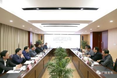 广陵区委书记潘学元带队调研市公房管理中心