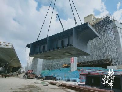 视频│江平西路二期工程首片钢箱梁成功吊装
