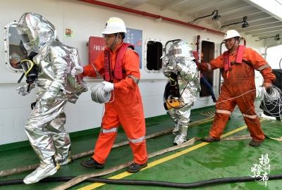【图集】船员应急演练 确保出航安全