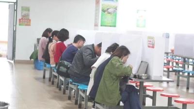 """家长与孩子同听课、共进餐,扬州一学校""""校园开放""""活动很特别!"""