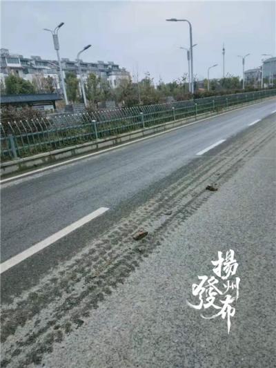 """【马上办】这家工地渣土车""""带泥上路""""!市渣土办:责令清理"""