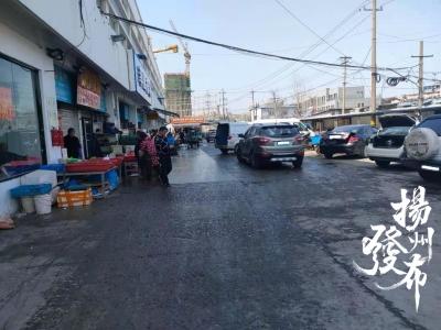 【马上办】新萃园市场门口停车乱象多,部分摊位前地面潮湿……