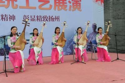 """""""扬州工""""组团亮相展示绝活""""扬州传统工艺展演""""在486广场举行"""