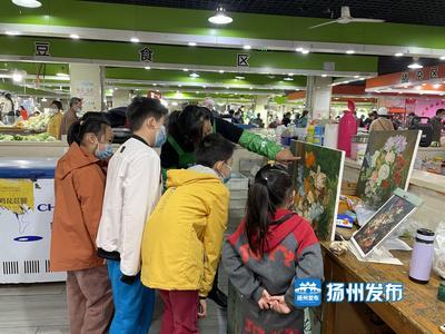 """江苏扬州:菜场里的""""绘画班""""!老师是卖菜的,学生是""""流动""""的……"""