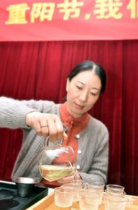 """【重阳节】一杯""""敬老茶"""" 情暖老党员"""