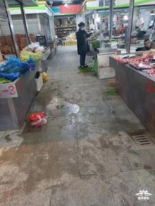 【马上办】凤凰农贸市场地面脏乱,市民盼整治