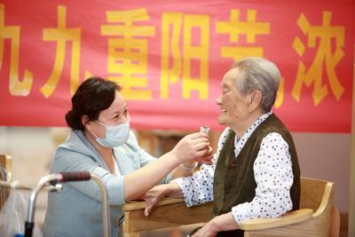 """江苏扬州:全社会同奏""""共鸣曲"""",119万""""银发""""共享""""好地方""""好生活"""
