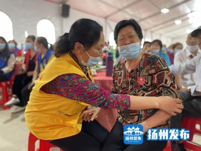 """【重阳节】扬州500位老人相聚""""爱心村""""共享""""重阳大餐"""""""